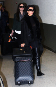 Kim Kardashian spotted with her sister Khloe as they arrive to New York on December 8th 2009 3