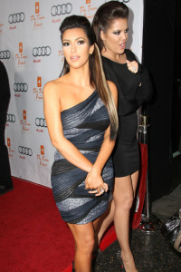 Kim Kardashian and Khloe attending the Cracked Christmas event at the Wiltern Theater in Los Angeles on december 6th 2009 1
