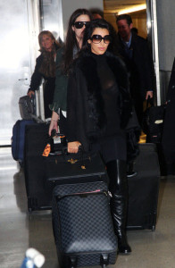 Kim Kardashian spotted with her sister Khloe as they arrive to New York on December 8th 2009 1
