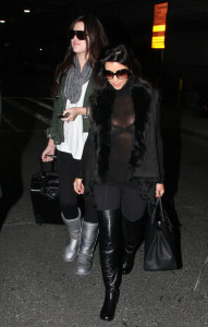 Kim Kardashian spotted with her sister Khloe as they arrive to New York on December 8th 2009 2