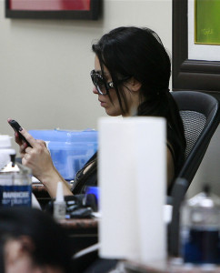 Kim Kardashian spotted texting while at a nails beauty salon in Beverly Hills on November 13th 2009 3