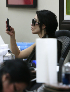 Kim Kardashian spotted texting while at a nails beauty salon in Beverly Hills on November 13th 2009 1