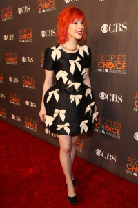 Hayley Williams arrives at the Peoples Choice Awards 2010 held at Nokia Theatre on January 6th 2010 in Los Angeles 2