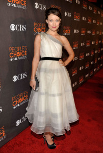 Olivia Wilde attends the Peoples Choice Awards 2010 held at Nokia Theatre on January 6th 2010 in Los Angeles 8