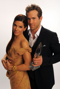 Sandra Bullock and Ryan Reynolds portrait for Best Comedy Movie during the Peoples Choice Awards on January 6th 2010 in Los Angeles 4