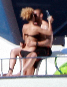 Rihanna picture from her tropical vacation with Matt Kemp on a luxury yacht in Cabo San Lucas in Mexico on January 6th 2010 4