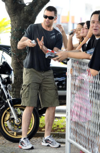 Hugh Jackman spotted with fans as he leaves the Copacabana Palace Hotel on January 13th 2010 3