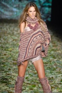 Alessandra Ambrosio on the run way of the Colcci Fall and Winter of January 2010 fashion collection 3