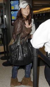 Hayden Panettiere candids on January 20th 2010 while at Miami International Airport 1