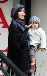 Jessica Alba and her daughter Honor Marie went out shopping on January 20th 2019 while it was raining in Los Angeles 3