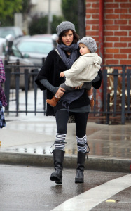 Jessica Alba and her daughter Honor Marie went out shopping on January 20th 2019 while it was raining in Los Angeles 4