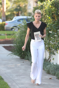 Annalynne McCord attends the Artists for Peace and Justice Haiti relief brunch on January 24th 2010 wearing white pants 4