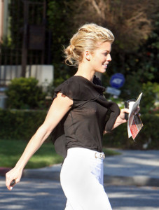 Annalynne McCord attends the Artists for Peace and Justice Haiti relief brunch on January 24th 2010 wearing white pants 1