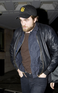 Robert Pattinson spotted growing a beard on January 22nd 2010 while arriving at his hotel in London 5
