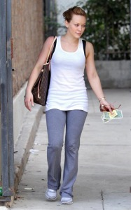Hilary Duff seen on her way to the gym on January 26th 2010 in Los Angeles 5