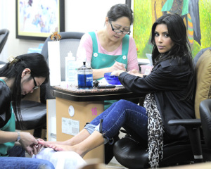 Kim Kardashian picture from her visit to the Nails Designs salon on January 28th 2010 in Beverly Hills 2