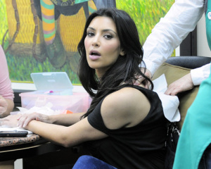 Kim Kardashian picture from her visit to the Nails Designs salon on January 28th 2010 in Beverly Hills 3