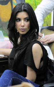 Kim Kardashian picture from her visit to the Nails Designs salon on January 28th 2010 in Beverly Hills 6
