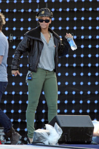 Rihanna spotted rehearsing for the the Pepsi Super Bowl Fan Jam concert on February 4th 2010  in South Beach 1
