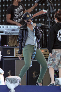 Rihanna spotted rehearsing for the the Pepsi Super Bowl Fan Jam concert on February 4th 2010  in South Beach 7