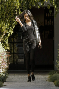 Zoe Saldana spotted coming out of the Andy Lecompte Salon on February 3rd 2010 in West Hollywood 1