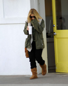 Drew Barrymore spotted walking around in Beverly Hills on February 8th 2010 wearing black sunglasses 5