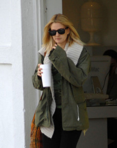 Drew Barrymore spotted walking around in Beverly Hills on February 8th 2010 wearing black sunglasses 3