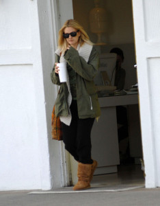 Drew Barrymore spotted walking around in Beverly Hills on February 8th 2010 wearing black sunglasses 2