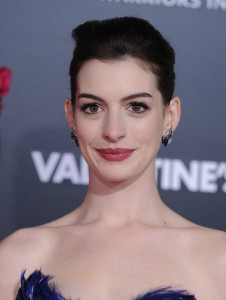Anne Hathaway arrives at the movie premiere of Valentines Day held on February 8th 2010 at the Graumans Chinese Theatre in Los Angeles 3