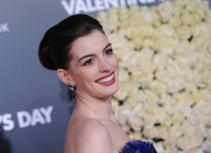 Anne Hathaway arrives at the movie premiere of Valentines Day held on February 8th 2010 at the Graumans Chinese Theatre in Los Angeles 4