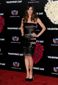 Jennifer Garner arrives at Valentines Day Los Angeles premiere held on February 8th 2010 at the Graumans Chinese Theatre in Hollywood 9