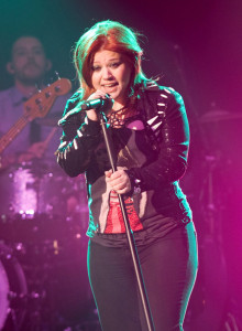 Kelly Clarkson picture while singing live on stage at the O2 Academy concert on February 11th 2010 in Glasgow Liverpool 5
