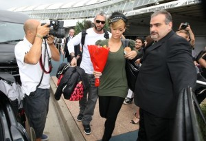 Rihanna spotted on February 12th 2010 as she arrives at the airport in Sydney 2