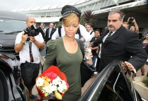 Rihanna spotted on February 12th 2010 as she arrives at the airport in Sydney 6