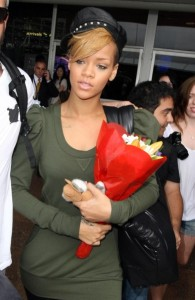 Rihanna spotted on February 12th 2010 as she arrives at the airport in Sydney 5