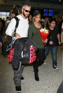 Rihanna spotted on February 12th 2010 as she arrives at the airport in Sydney 4