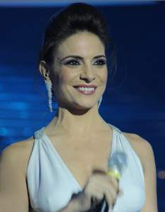 Star Academy season seven first prime picture of Hilda Khalifeh while presenting the students