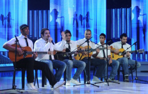 Star Academy season seven first prime picture of abdul aziz singing with other students
