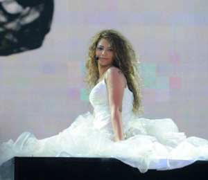 Star Academy season seven first prime picture of Rania Jazzar from Egypt singing on stage