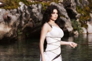 Haifa Wehbe picture of Enta Tani video clip released in February 2010 at the pong wearing a white dress