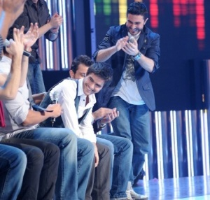 picture of the second prime of Star Academy 7 on February 26th 2010 while Mahmoud Shoukry and the other students congratulate Nassif Zeitoun for getting the prize of the top five students of the week