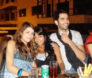picture of Iraqi student Rahma Mezher with student Diala Ouda from star academy season six and also Mohamad serag from Egypt