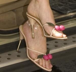 Haifa Wehbe feet picture while wearing stylish olive like sandals