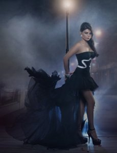 Haifa Wehbe picture in February 2010 for the Enta Tani video clip wearing a black glam dress