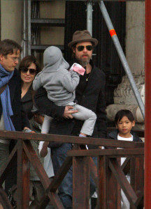 Angelina Jolie and Brad Pitt picture as they were leaving their apartment with their children on February 28th 2010 in Venice 3