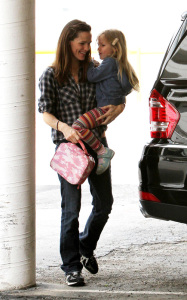 Jennifer Garner spotted dropping her daughter Violet to school on March 3rd 2010 in Santa Monica 1