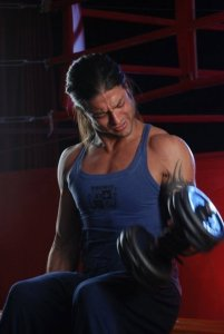 picture of Fadi Andrawos from his new video clip on March 2010 while on the filming set wearing a blue sleevless top 3