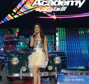 star academy fouth prime on March 12th 2010 picture of Hilda Khalifeh presenting on stage
