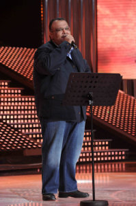 star academy fouth prime on March 12th 2010 picture of Nabil Shoail singing on stage