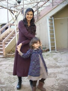 turkish model and actress Tuba Buyukustun picture from the turkish tv series asi with her little daughter 2
